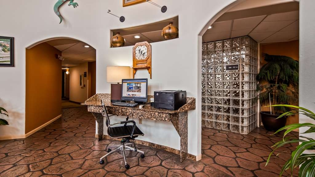Best Western Kiva Inn - Keep connected in our business center.