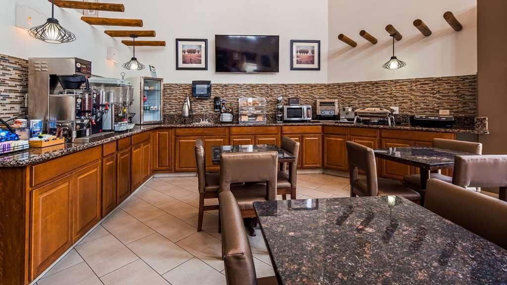 Best Western Kiva Inn - Wake up to a complimentary breakfast.