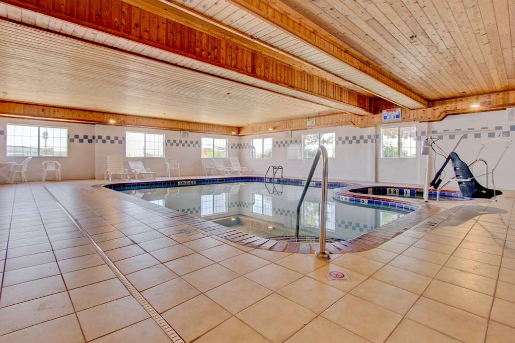 Best Western Firestone Inn & Suites - Piscina