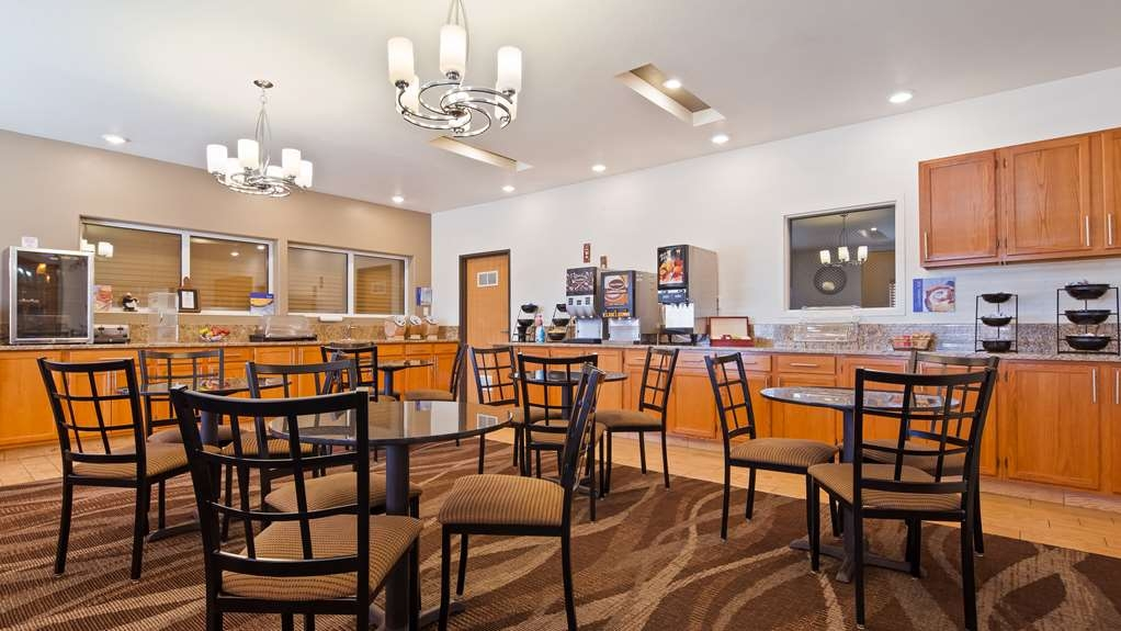 Best Western Firestone Inn & Suites - Start your day with a complimentary breakfast.