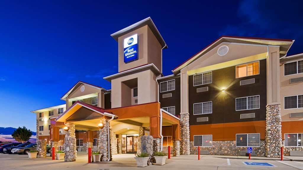 Best Western Firestone Inn & Suites - Facciata dell'albergo
