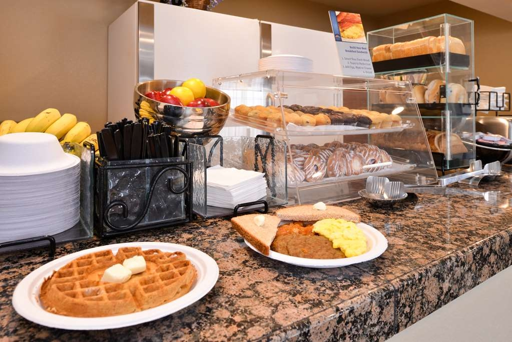 Best Western Executive Inn & Suites - Hot Breakfast Buffet Served Daily