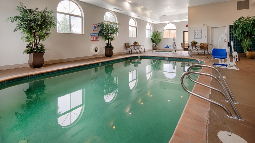 Best Western Plus Deer Park Hotel and Suites - psicine couverte