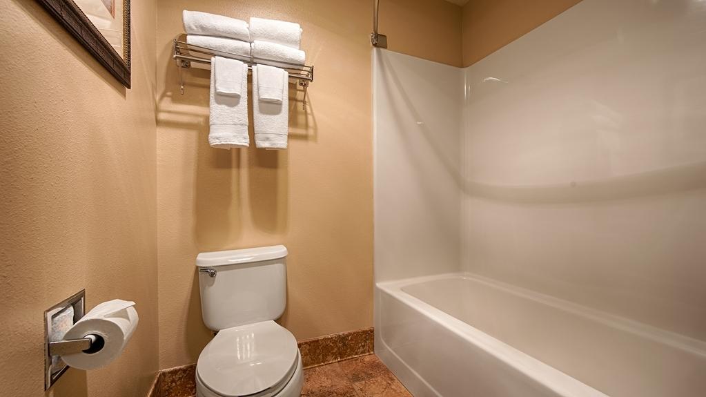Best Western Plus Deer Park Hotel and Suites - Baño