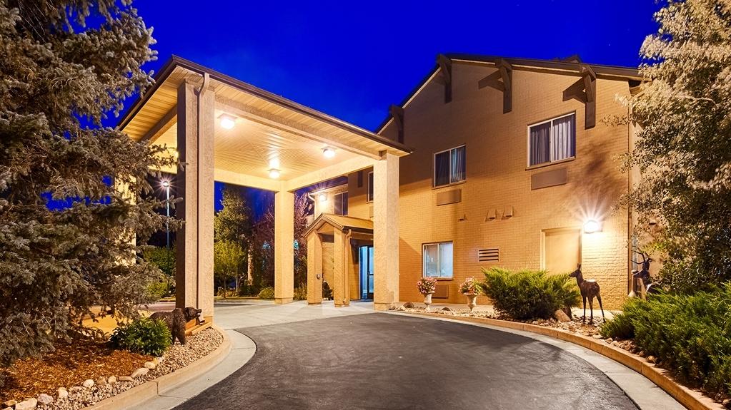 Best Western Plus Deer Park Hotel and Suites - Façade
