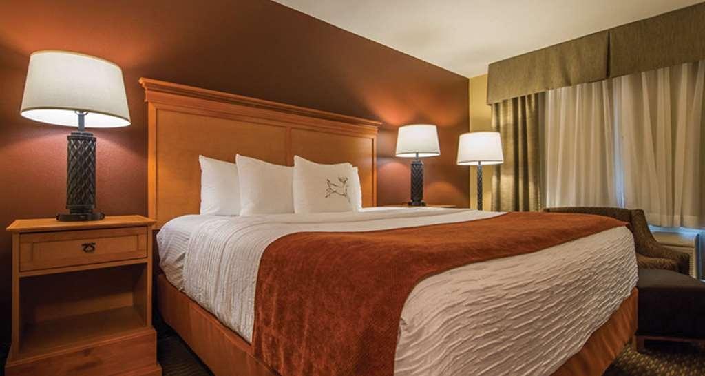 Best Western Plus Deer Park Hotel and Suites - Gästezimmer/ Unterkünfte
