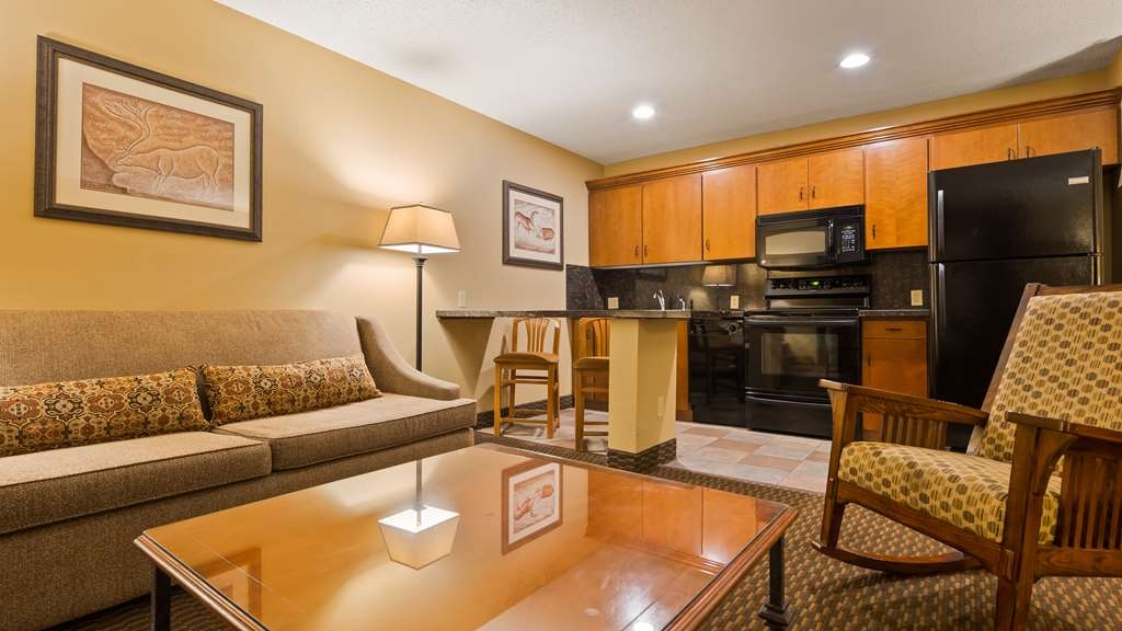 Best Western Plus Deer Park Hotel and Suites - Make yourself at home in our suite.