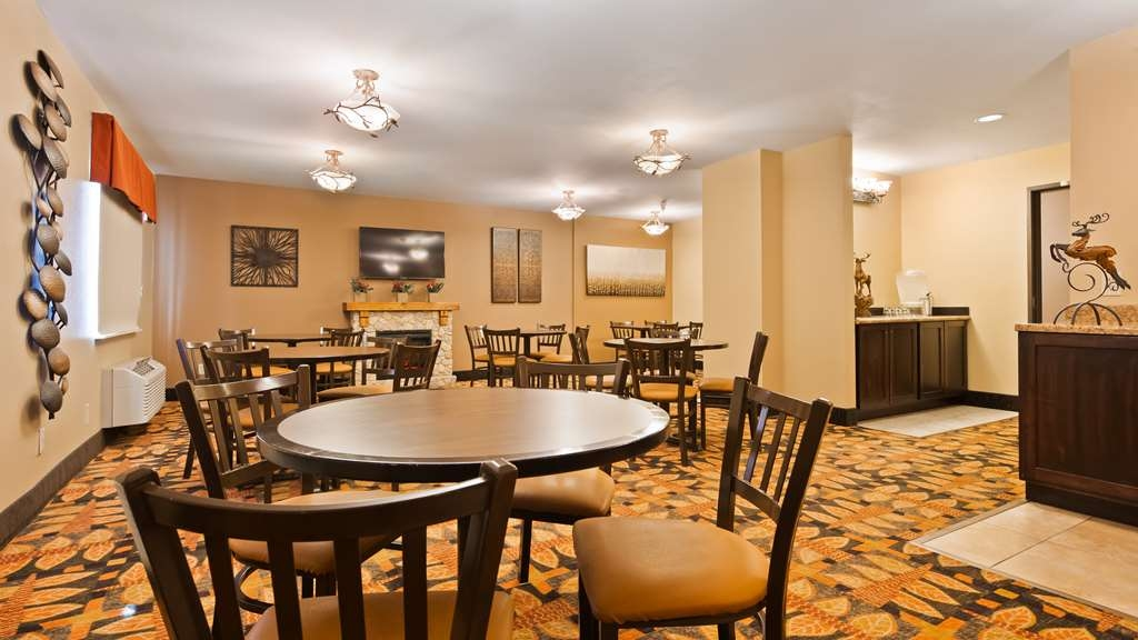 Best Western Plus Deer Park Hotel and Suites - Enjoy a free breakfast every morning.
