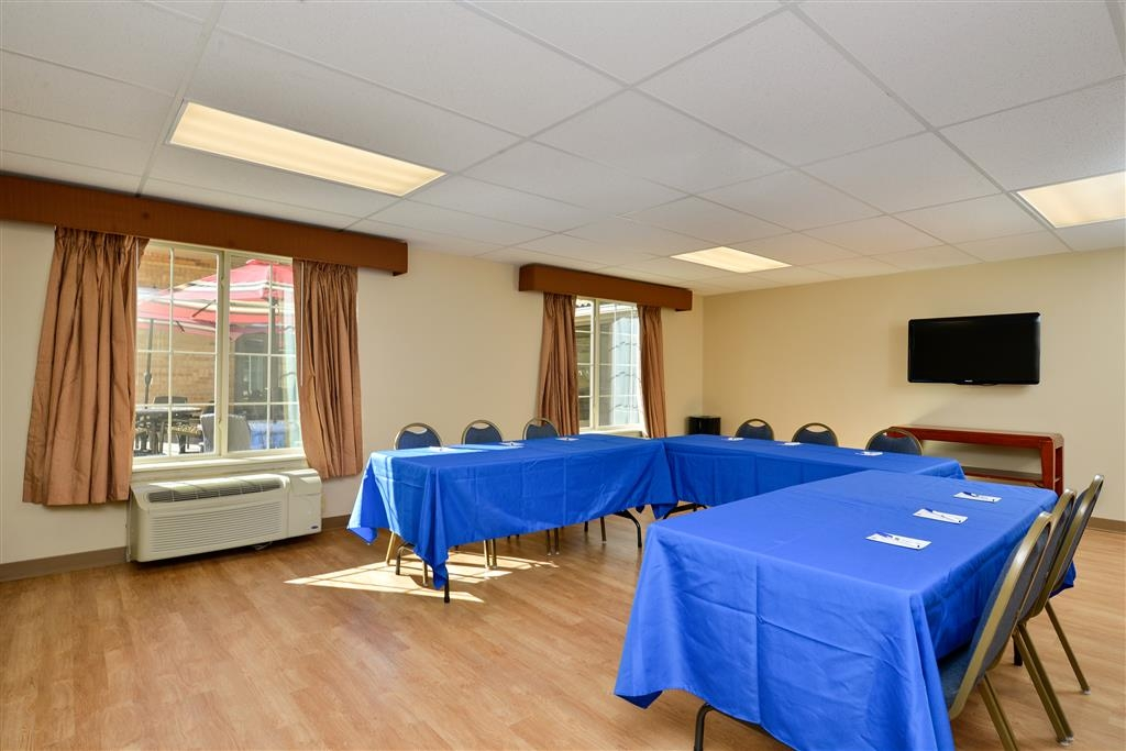 Best Western Denver Southwest - Newly renovated meeting space can now accommodate functions of up to 25 people.