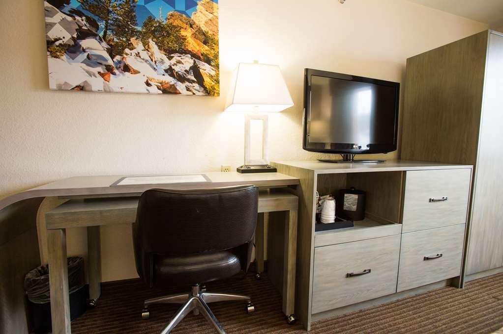 Best Western Alpenglo Lodge - King room with microwave & refrigerator