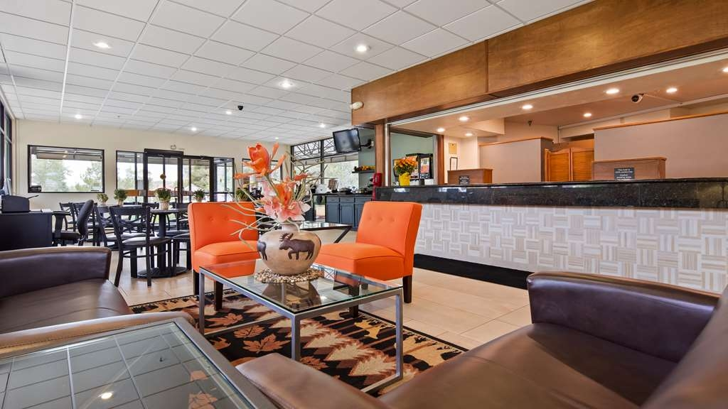 Best Western Alpenglo Lodge - Reception Desk - Come meet our friendly staff!