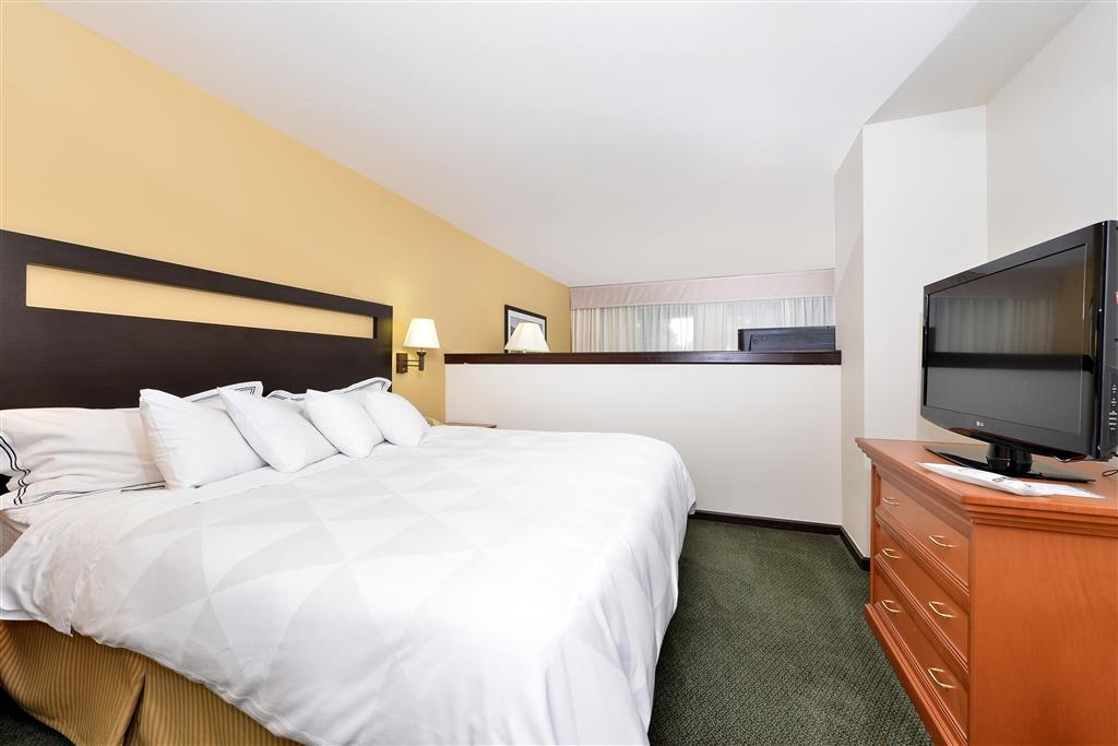 Best Western Plus Plaza Hotel - Upgrade yourself to our Executive King Suite for added comfort during your stay.