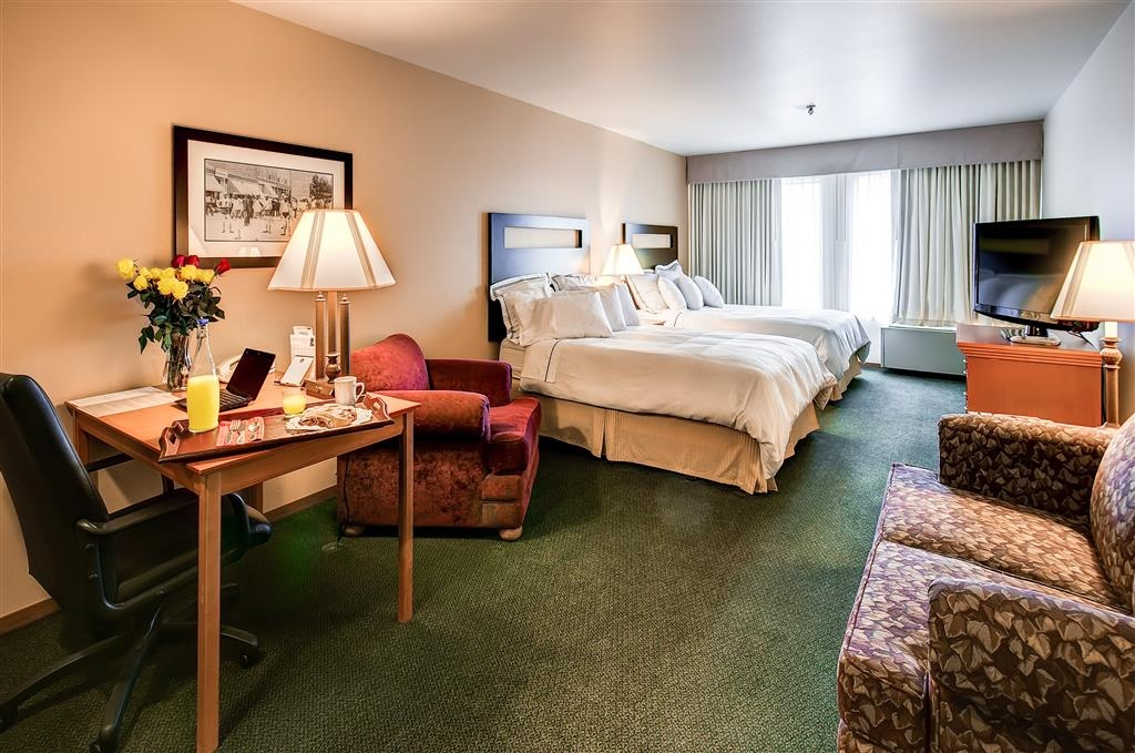 Best Western Plus Plaza Hotel - Your comfort is our first priority! You can find that and more in our spacious Guest Room with two full-sized beds.