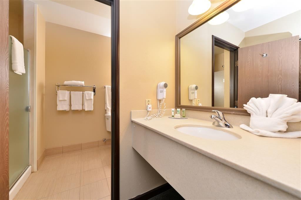 Best Western Plus Plaza Hotel - Executive Suite Bathroom