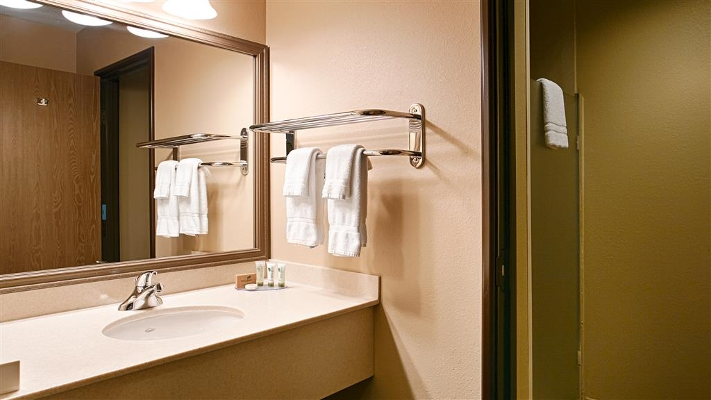 Best Western Plus Plaza Hotel - Guest Bathroom