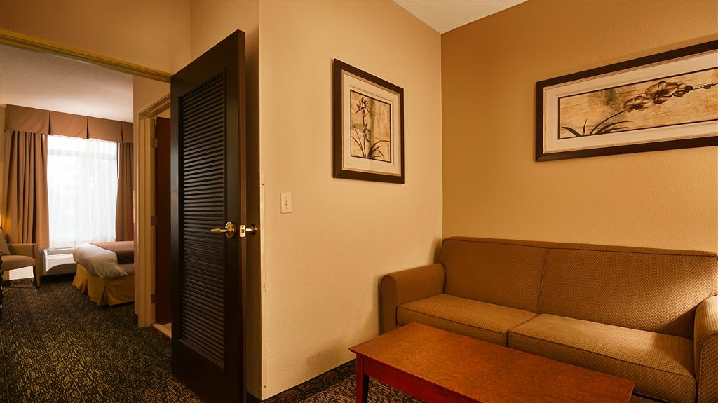 Best Western Plus Louisville Inn & Suites - There is plenty of space to sleep, eat and work in this 2 room business suite.