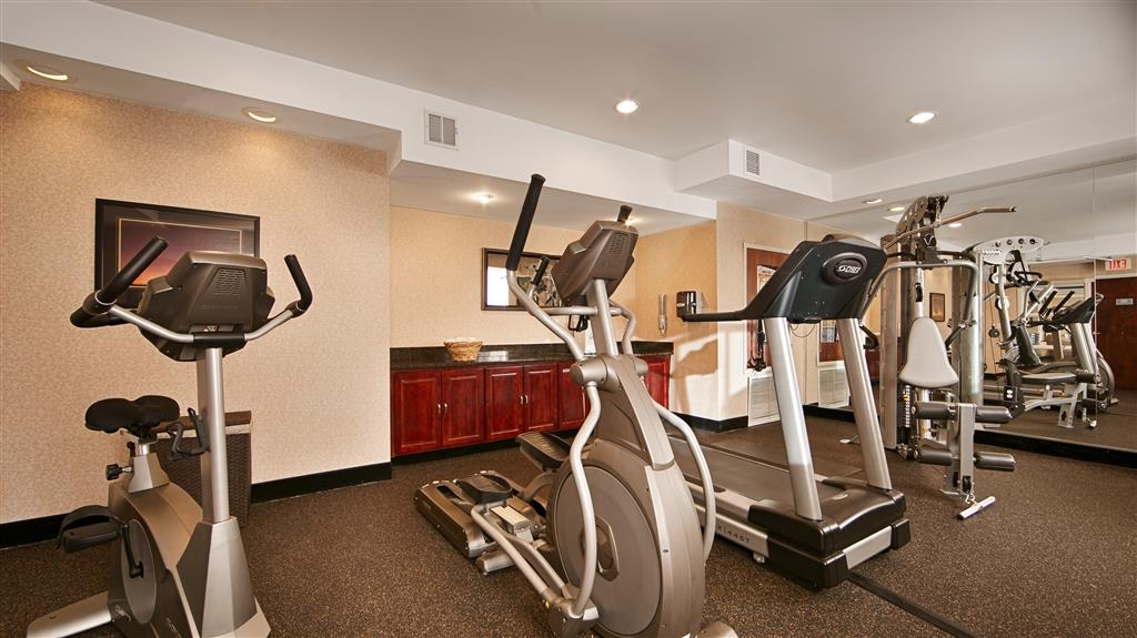 Best Western Plus Louisville Inn & Suites - After along day work off some stress in our Fitness Center.