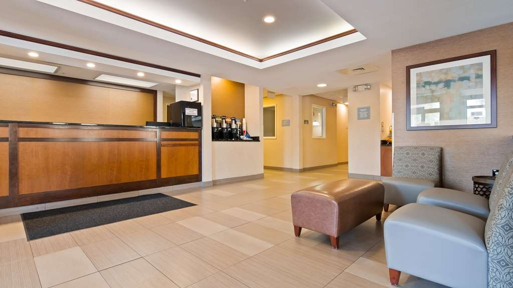 Best Western Plus Louisville Inn & Suites - Our front desk is happy to provide all the comforts of home for you during your stay.
