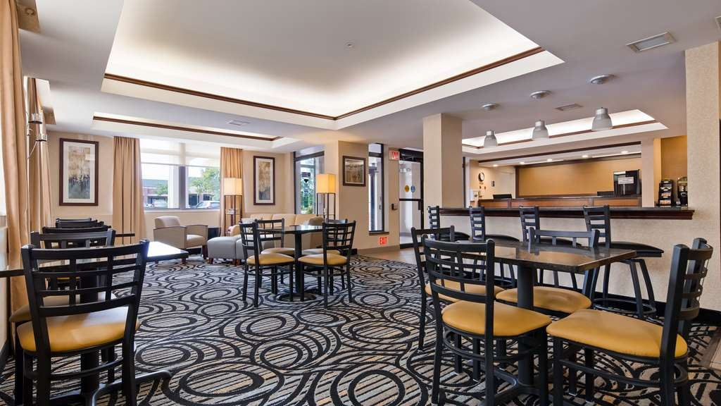 Best Western Plus Louisville Inn & Suites - Rise and shine with a complimentary breakfast every morning.