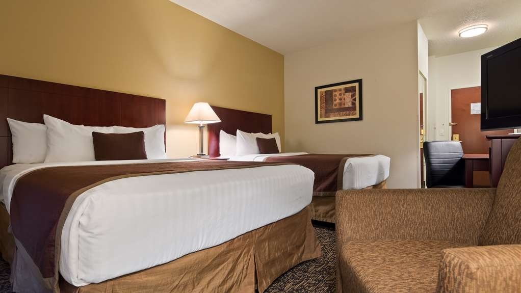 Best Western Plus Louisville Inn & Suites - If your traveling along with your family make a reservation in this 2 queen bedroom.