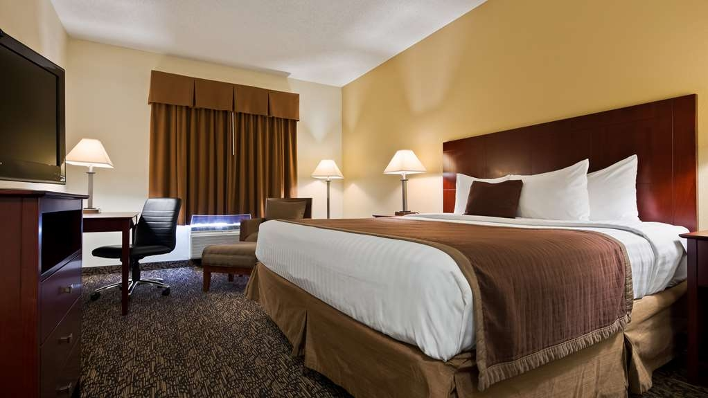 Best Western Plus Louisville Inn & Suites - Sink into our comfortable beds each night and wake up feeling completely refreshed.