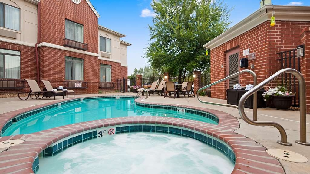 Best Western Plus Louisville Inn & Suites - Enjoy our seasonal pool and hot tub. Open from Memorial Day to Labor Day.