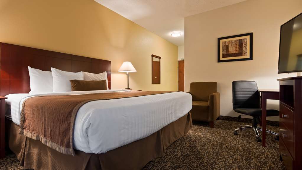 Best Western Plus Louisville Inn & Suites - All of our rooms are equipped with microwave, refrigerator and flat screen TV's.
