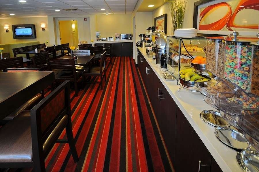 Best Western Plus Denver International Airport Inn & Suites - Le petit déjeuner buffet
