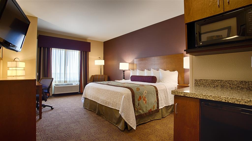 Best Western Plus Carousel Inn & Suites - Single King Guest Room