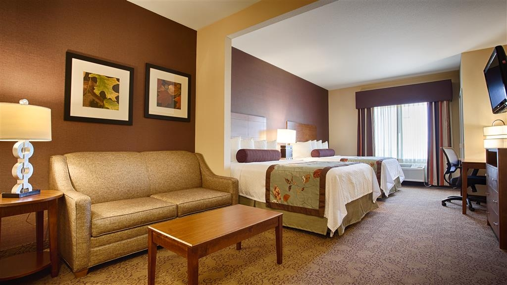 Best Western Plus Carousel Inn & Suites - Double Queen Suite