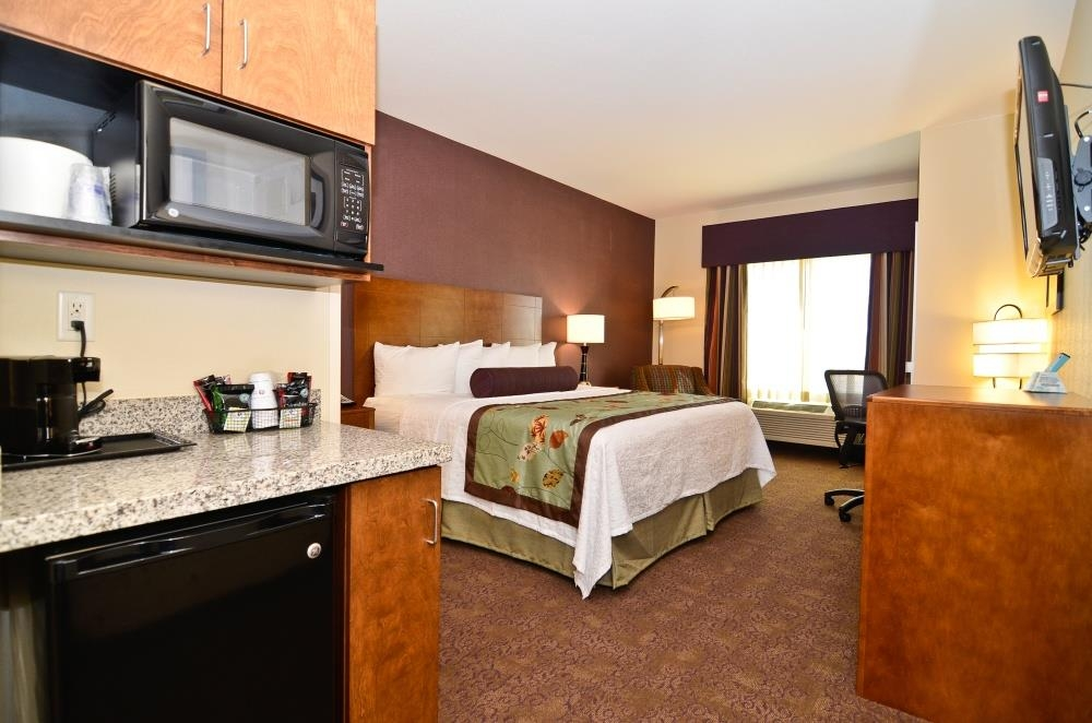 Best Western Plus Carousel Inn & Suites - Standard King Guest Room