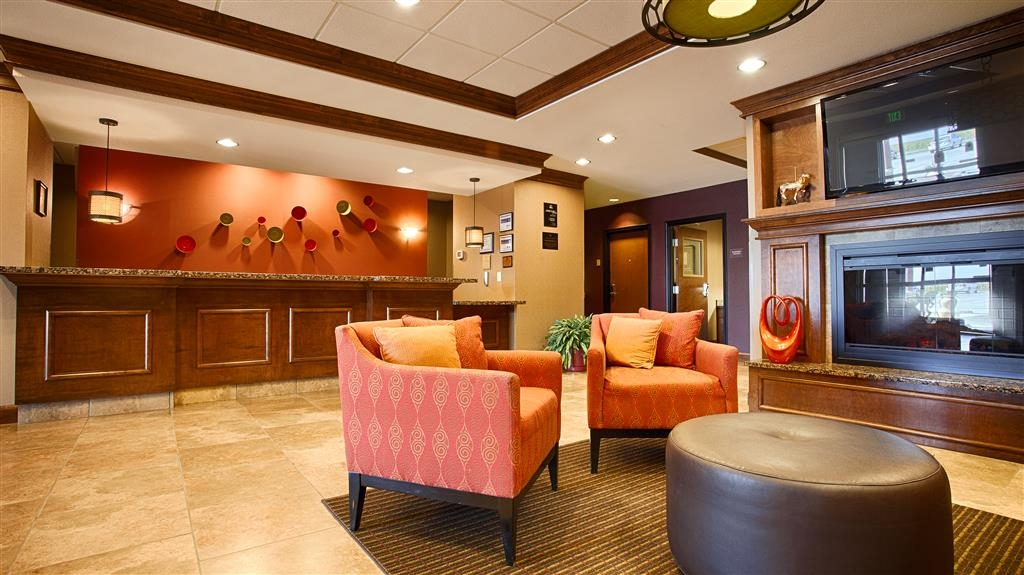 Best Western Plus Carousel Inn & Suites - Hotel Lobby and Front Desk