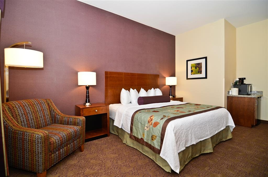 Best Western Plus Carousel Inn & Suites - Mobility Accessible King Guest Room