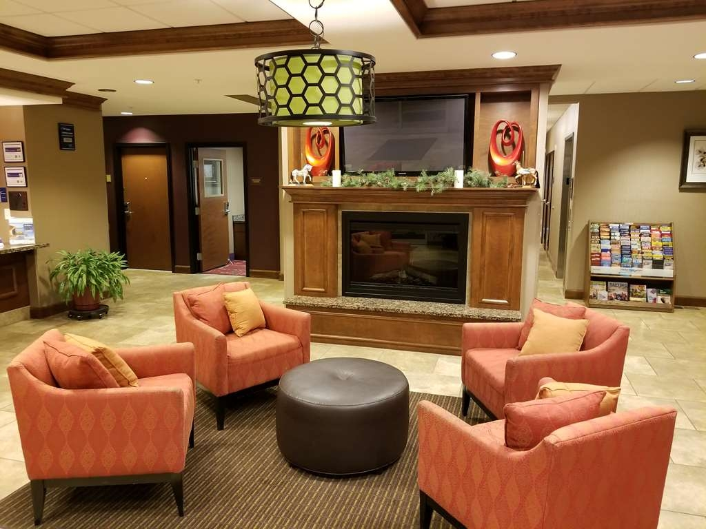 Best Western Plus Carousel Inn & Suites - Lobby