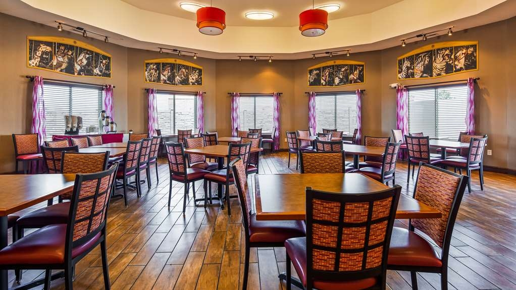 Best Western Plus Carousel Inn & Suites - Breakfast Area