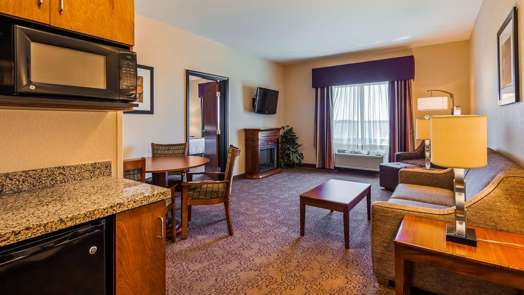 Best Western Plus Carousel Inn & Suites - Two Room King Suite