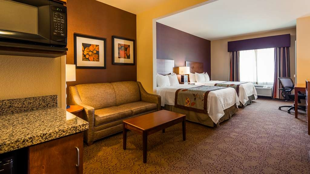 Best Western Plus Carousel Inn & Suites - Double Queen Suite Room