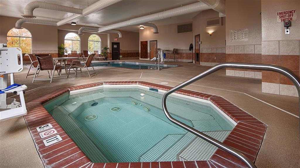 Best Western Canon City - Indoor Hot Tub - Open 8 a.m. - 10 p.m. Daily