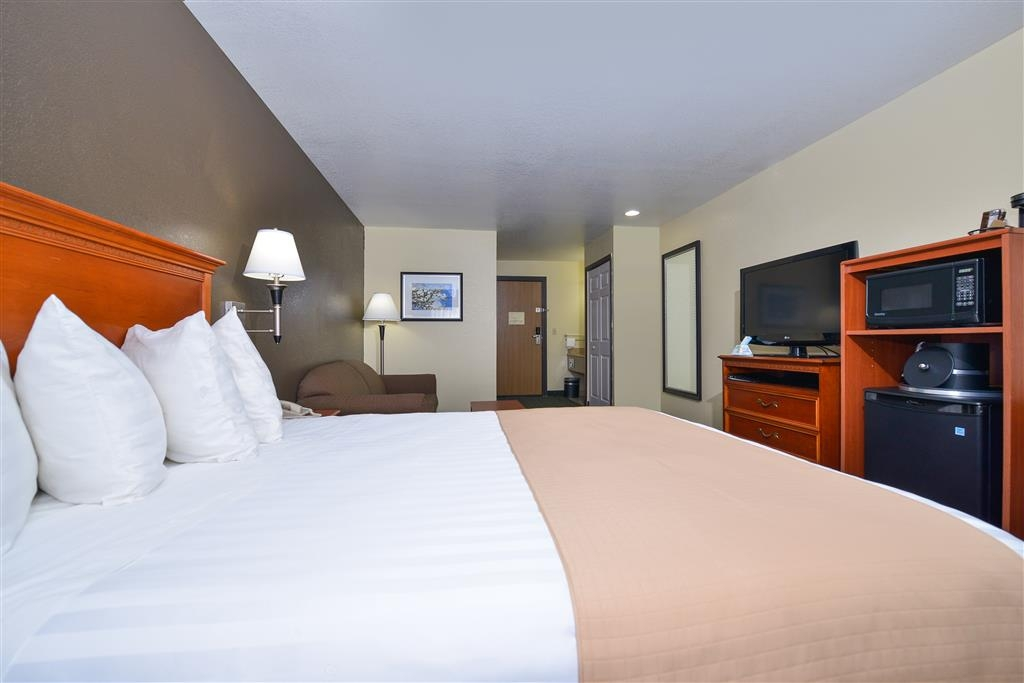 Best Western Canon City - Want an extra sitting area? Enjoy one of our queen rooms.