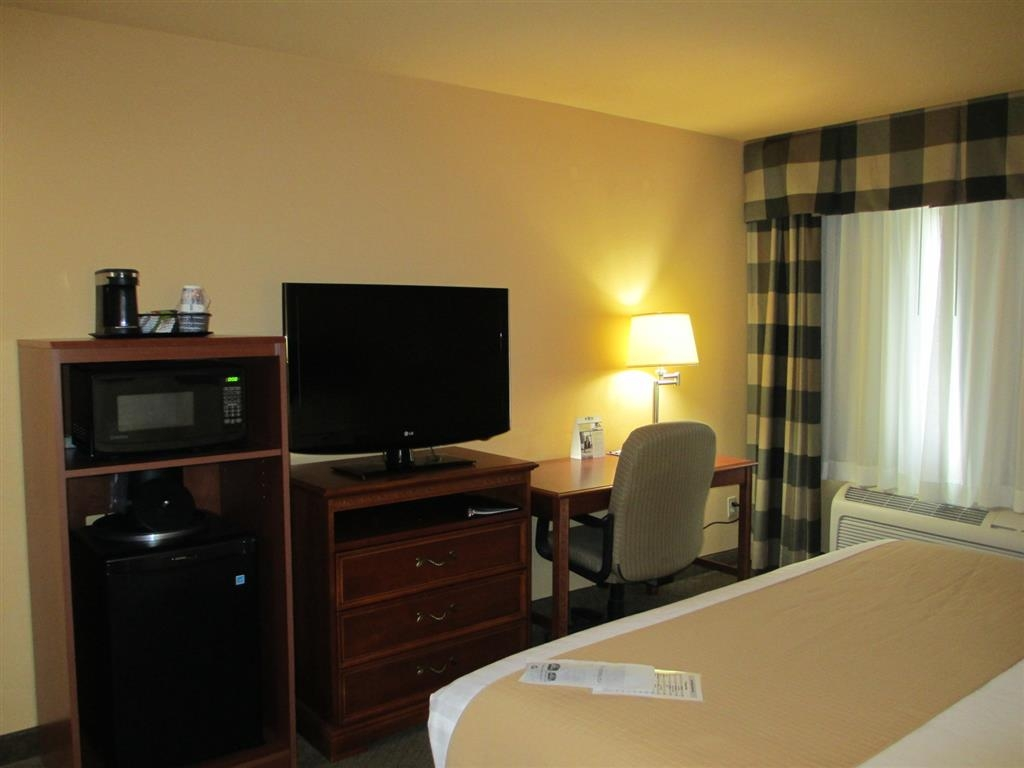 Best Western Canon City - Spend a relaxing night together in our single queen room.