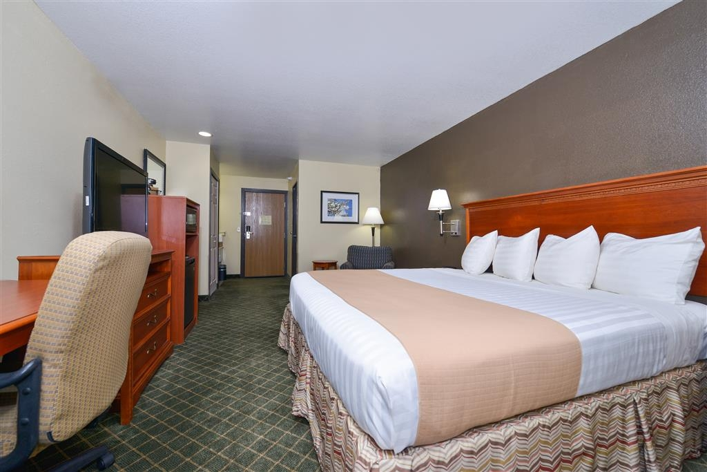 Best Western Canon City - Our spacious king rooms include a lounge chair with ottoman for you to relax during your stay.