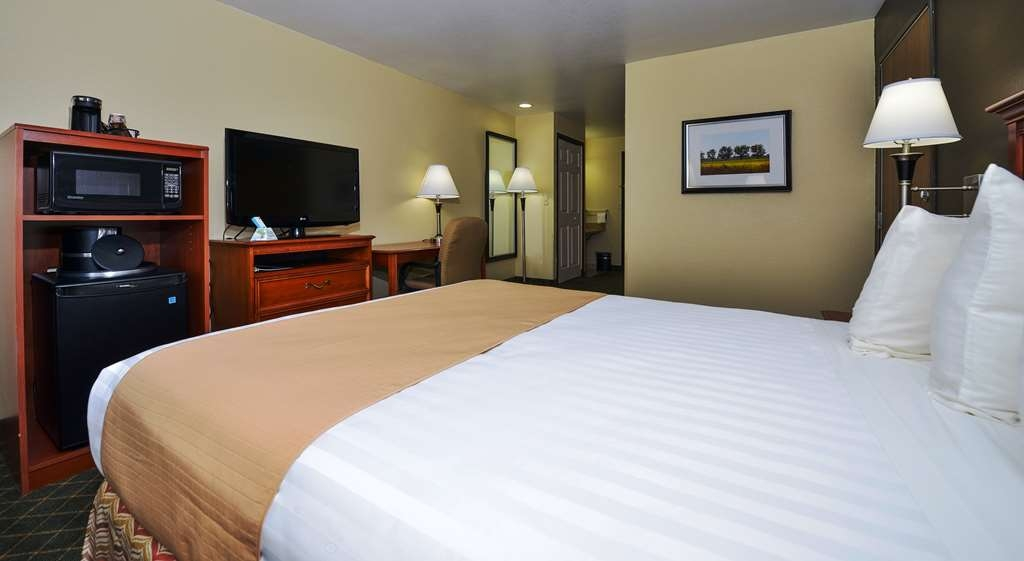 Best Western Canon City - Mobility Accessible Queen Room with Roll In Shower