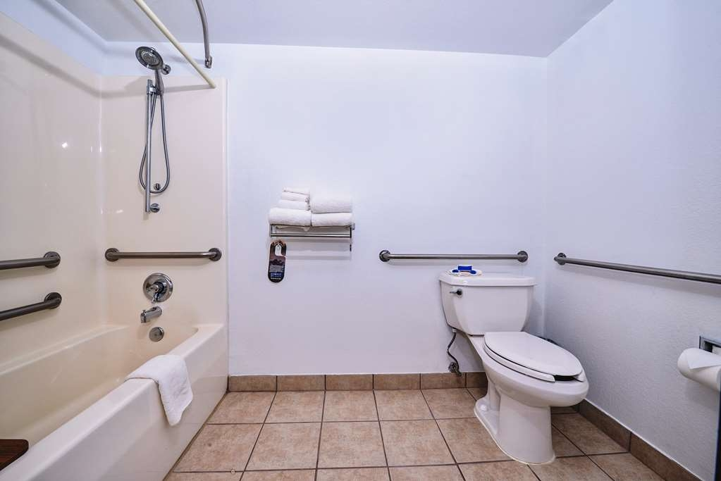 Best Western Canon City - Mobility Accessible Queen Room with Bathtub