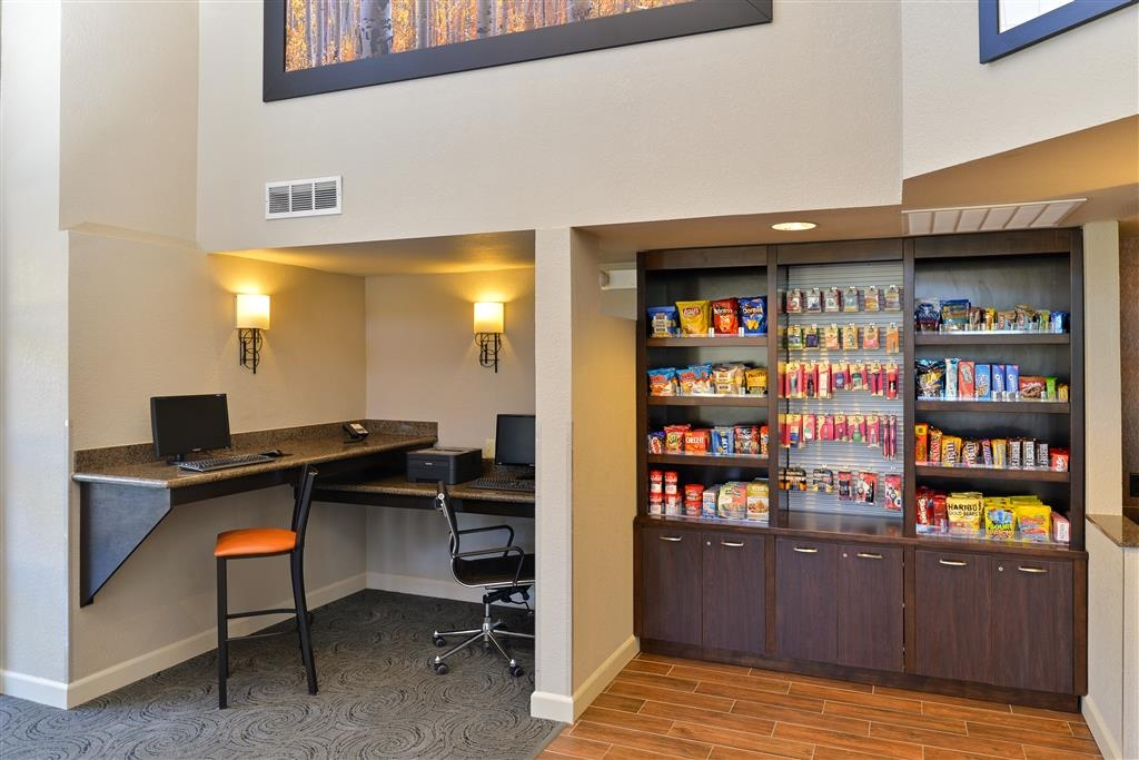 Best Western Plus Peak Vista Inn & Suites - Check your email or browse the web in our business center.