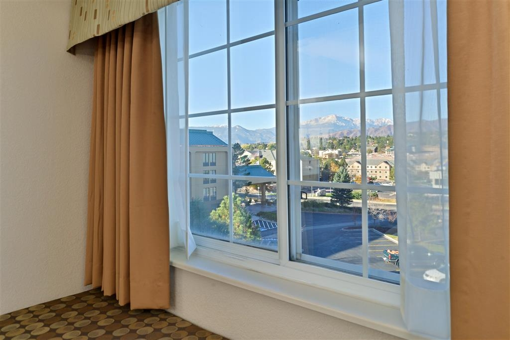 Best Western Plus Peak Vista Inn & Suites - King Suite Mountain View