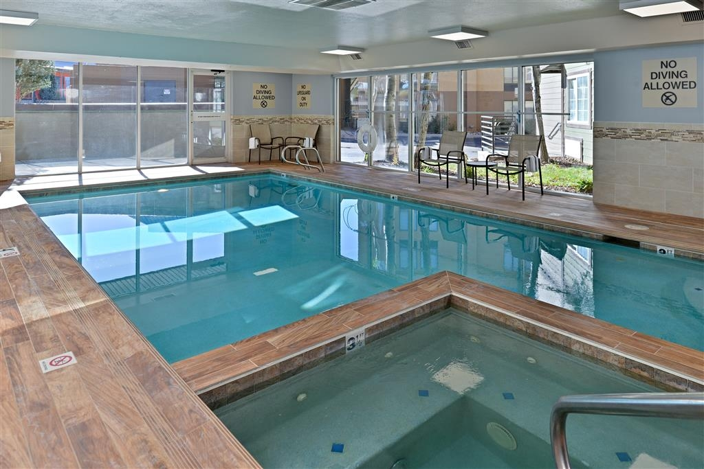 Best Western Plus Peak Vista Inn & Suites - Indoor Swimming Pool and Hot Tub
