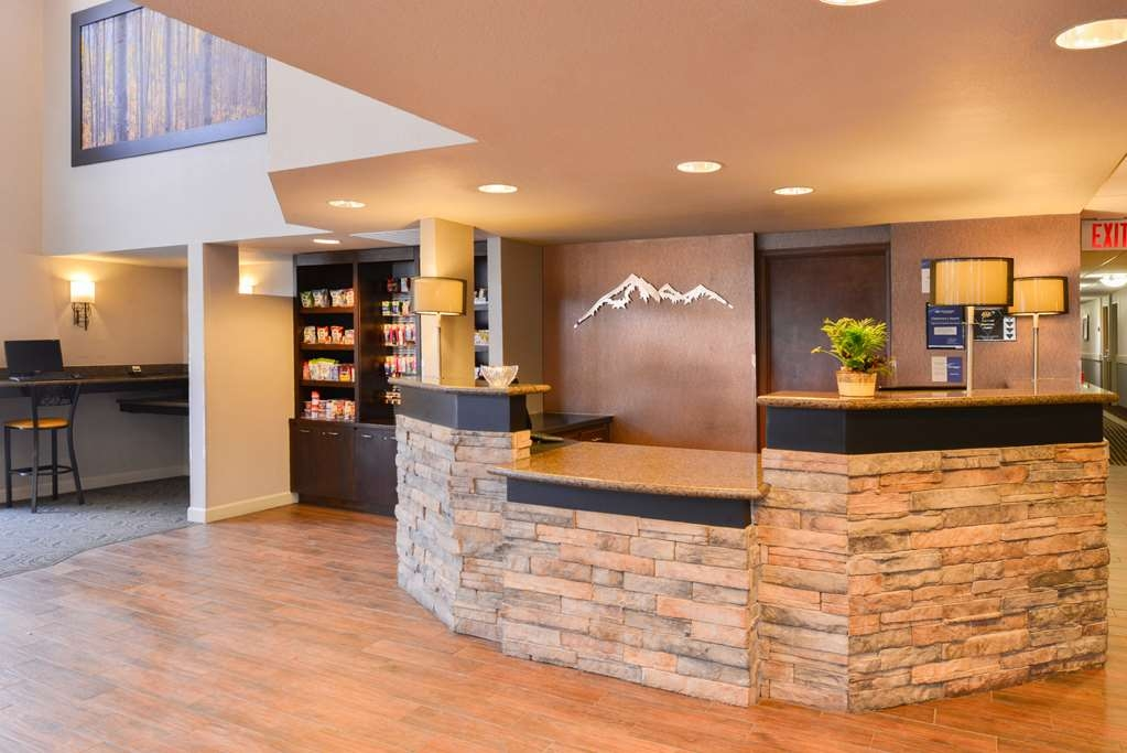 Best Western Plus Peak Vista Inn & Suites - A friendly staff member will be here to greet you when you arrive.