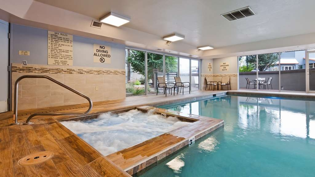Best Western Plus Peak Vista Inn & Suites - Take a dip in the indoor pool or hot tub.