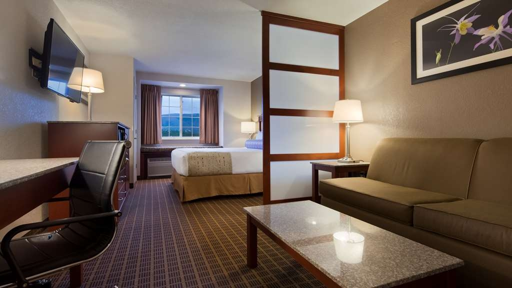 Best Western Plus Peak Vista Inn & Suites - Get ready for the day in one of our sparkling clean bathrooms.