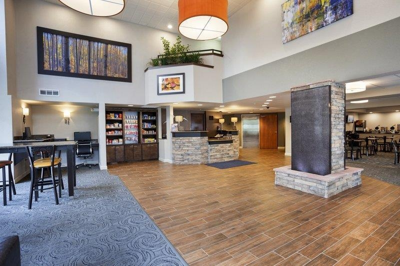 Best Western Plus Peak Vista Inn & Suites - We invite you to relax in our lobby.